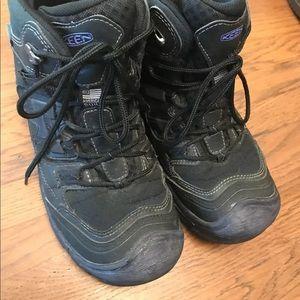 Keen women's waterproof hiking boots! Sz. 9!